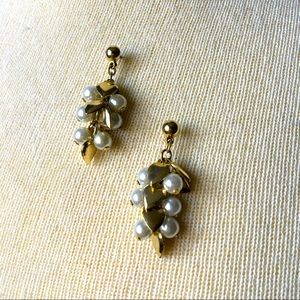 Vintage 😻 gold hearts and pearls earrings